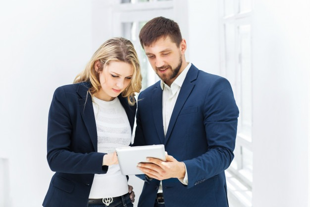 Male and female office workers. Free Photo